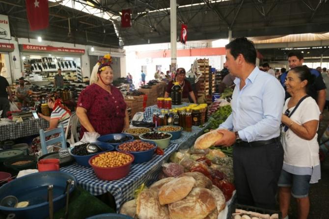 Başkan Aras pazarcı esnafıyla dertleşti