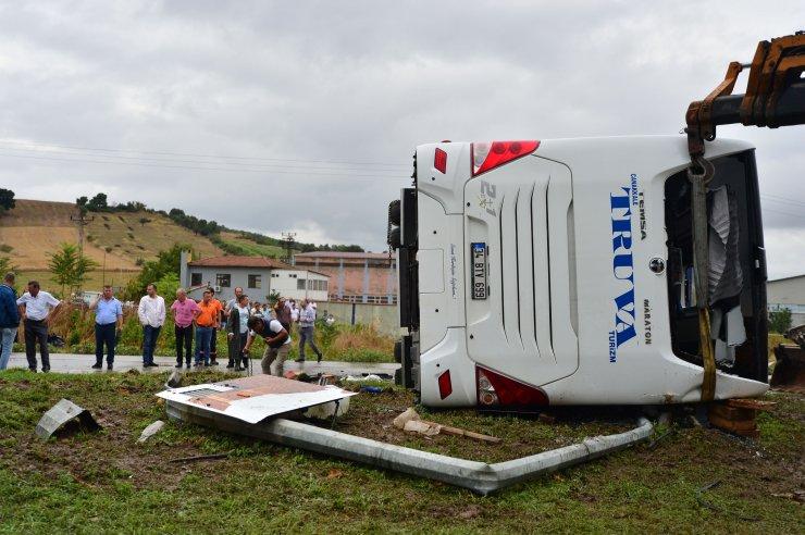 GÜNCELLEME 2 - Çanakkale'de yolcu otobüsü devrildi: 1 ölü, 28 yaralı
