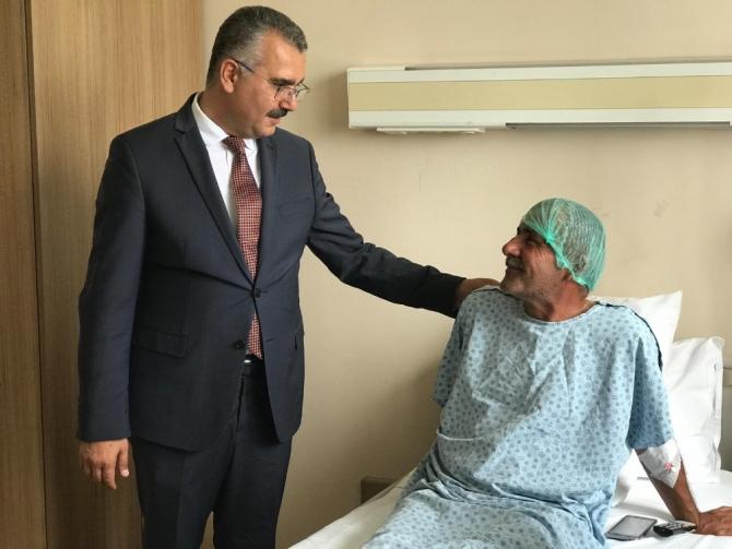 Ahlatcı'dan yatan hastalara ziyaret