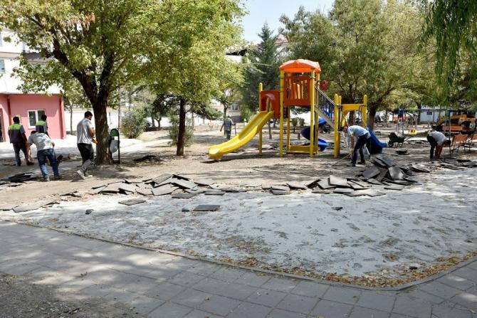 Tepebaşı'nda parklar yeni bir görünüme kavuşuyor