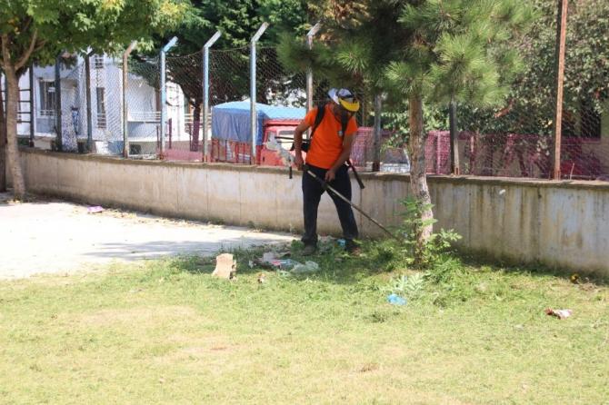 Akçakoca Belediyesinden okul çevrelerine temizlik