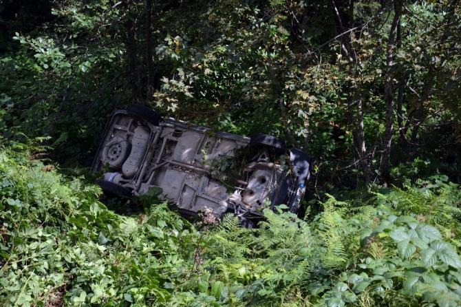 Kabadüz'de otomobil uçuruma yuvarlandı