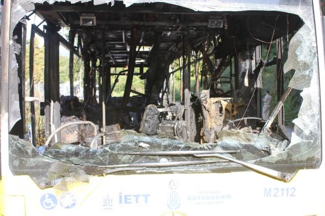 Beykoz'da İETT otobüsünün alev alev yandığı anlar kamerada