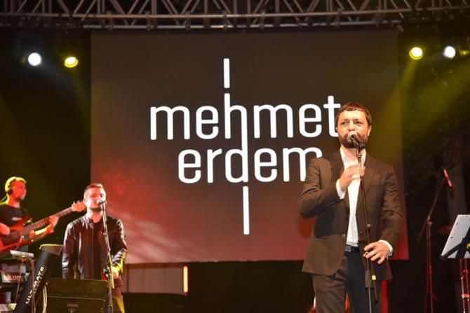 Dursunbey'de Mehmet Erdem ve Aydilge izdihamı