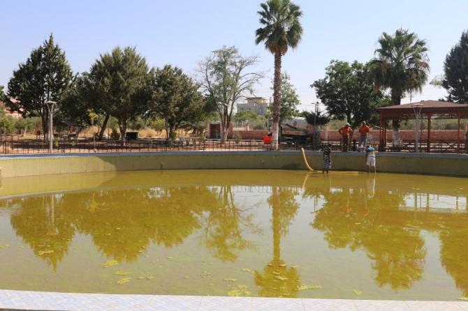 Mesire alanındaki su havuzu temizleniyor