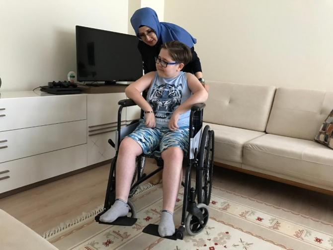 Oğlunun ölümcül hastalığı için yardım değil, farkındalık bekliyor