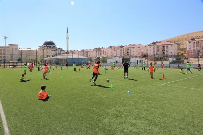 Tuşba Belediyesi'nin 'yaz spor kursları' devam edecek
