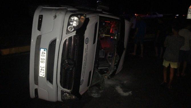 Kaza yapan araçlar yoldan kaldırıldı