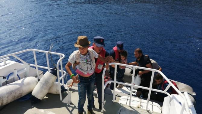 Koyda tekne beklerken yakalandılar