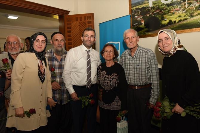 Vefa Kıraathanesi sakinleri Dünya Yaşlılar Günü'nü kutladı