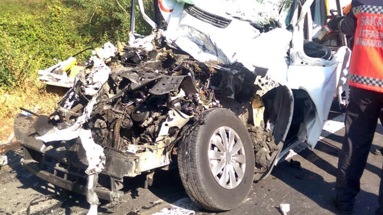 Feci kaza! Trın altna giren kamyonet sürücüsü feci şekilde hayatını kaybetti