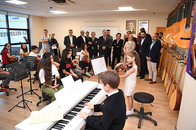 Tuzla Belediyesi Bilgi Evleri gelecek için büyümeye devam ediyor