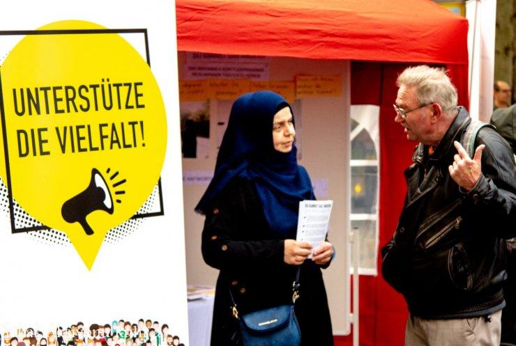 Avrupa'nın 25 noktasındaki etkinlikle 'başörtülü kadınlara yönelik ayrımcılığa' dikkat çekildi