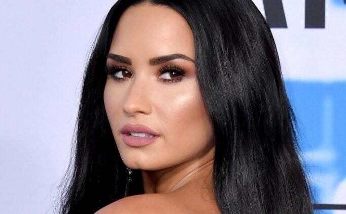 Ünlü şarkıcı Demi Lovato'nun Snapchat fotoğrafları hacklendi