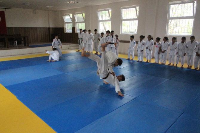 judoculardan asker selamı