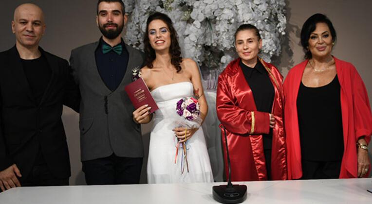 Zeynep Casalini kızı Ceren'i evlendirdi, Türkan Şoray nikah şahidi oldu