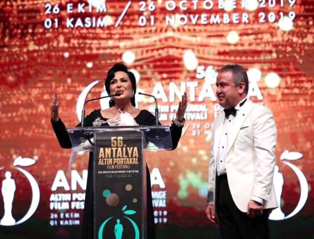 Antalya Altın Portakal'da şıklık yarışı yaşandı ve ilk ödüller sahiplerine ulaştı