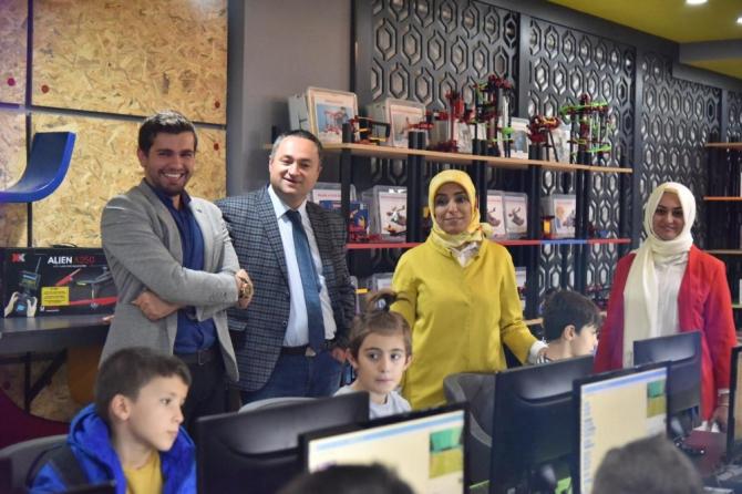 Taşkesenoğlu Ban, ETÜ Mucitpark ve Kristal Girişimcilik Merkezi'ni ziyaret etti