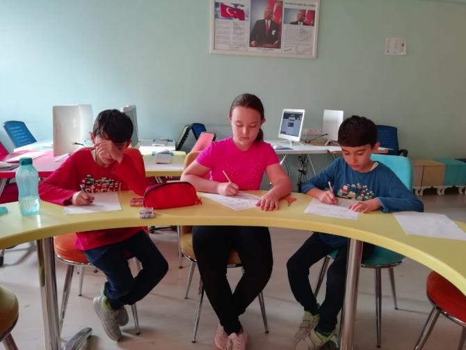 Burhaniyeli öğrenciler zeka oyunlarında bölge finallerine gidiyor