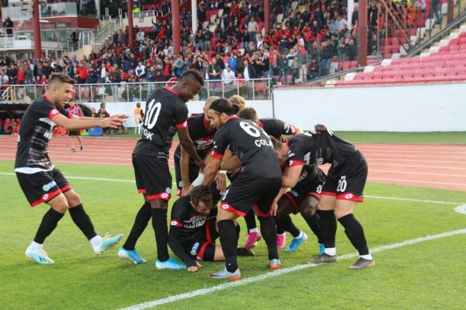 TFF 1. Lig: Balıkesirspor: 2- Adanaspor: 0 (İlk yarı sonucu)