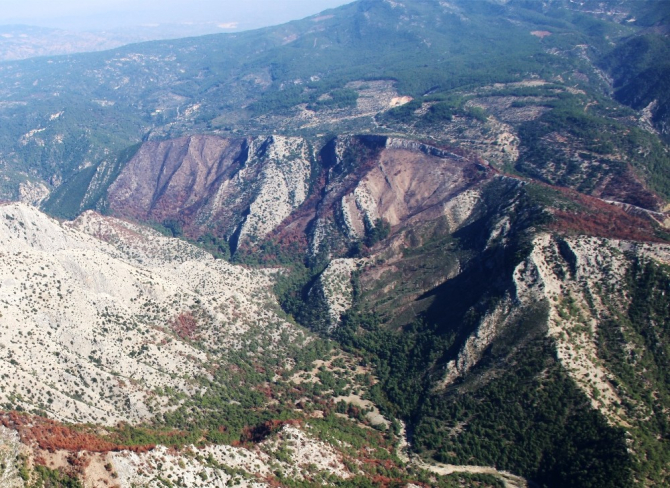 Yanan 72 hektar alan havadan görüntülendi