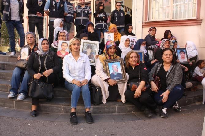 HDP önünde evlat nöbeti tutan ailelere bir destek de Hatay'dan
