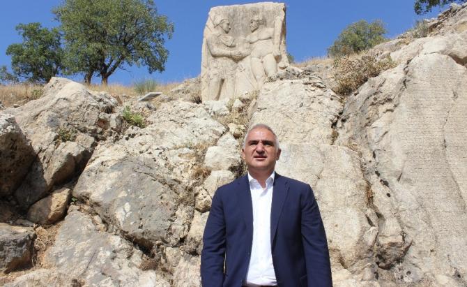 Bakan Ersoy, Adıyaman'ın tarihi mekanlarını inceledi