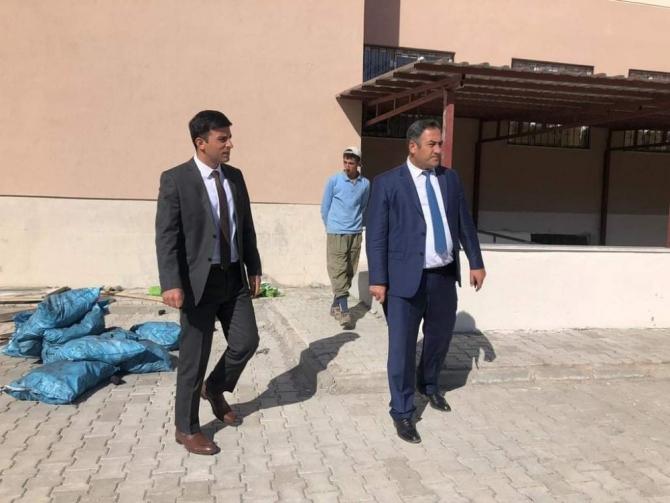 Hasköy Kaymakamı Güneş, okul inşaatında incelemelerde bulundu
