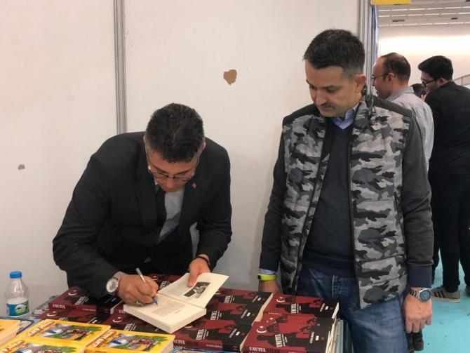 Tarım ve Orman Bakanı Pakdemirli, Ankara Kitap Fuarı'nı ziyaret etti