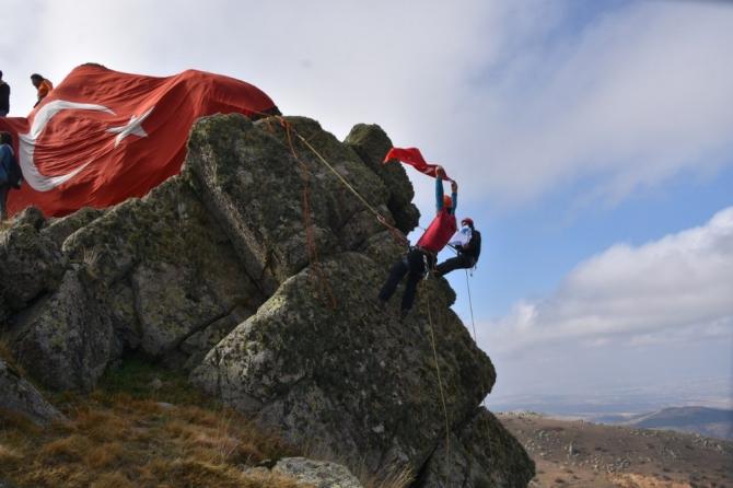 1744 rakımlı dağda Türk bayrağı açtılar