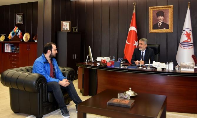 Rektör Bilgiç'ten 2019 DUS birincisine tebrik