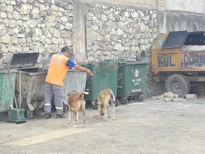 Belediye temizlik işçisinden anlamlı davranış