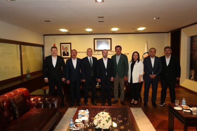 Kandemir'den Denizli Büyükşehir Belediyesine övgü