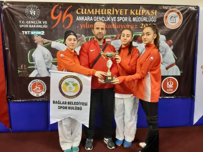 Bağlar Belediyespor karatede Cumhuriyet Kupasına damga vurdu