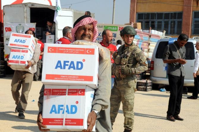 Telabyad'a 10 araçlık insani yardım konvoyu ulaştı