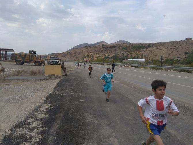 Sason'da okullar arası Cumhuriyet Koşusu düzelendi