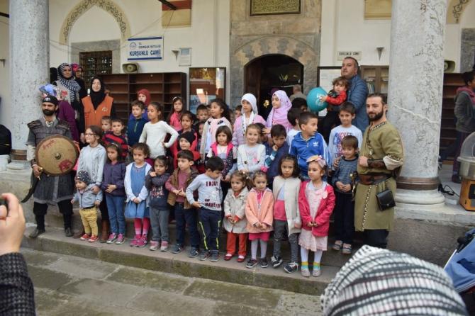 Çocuklar camide buluşuyor
