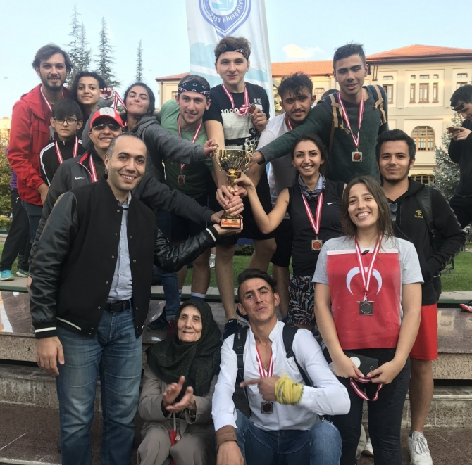 ESOGÜ Mahmudiye Atçılık MYO Dragon Takımı 'ESOGÜ Küheylan' ikincilik kupasını kaldırdı