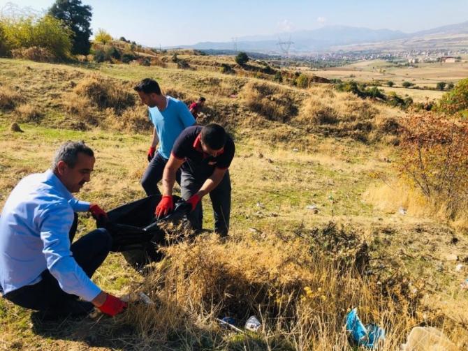 Başkan Dirik, gönüllüler ile birlikte çöp topladı