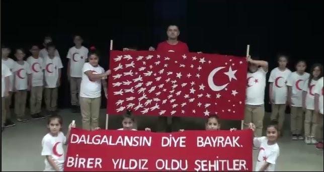 İlkokul öğrencilerinden Mehmetçiğe 'Bayrak' şiiri