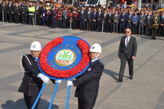 Kırıkkale'de, 29 Ekim kutlamaları çelenk sunma töreni ile başladı