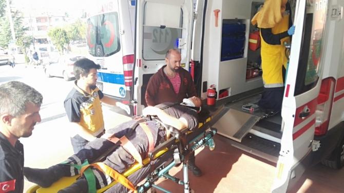 Kocaeli'de traktör devrildi: 1'i ağır 2 yaralı