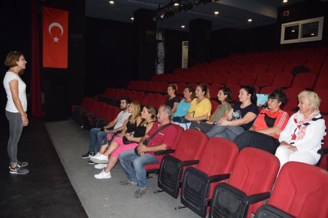 Kuşadası Belediye Tiyatrosu'nun yeni dönem kursiyerleri eğitimlere başladı