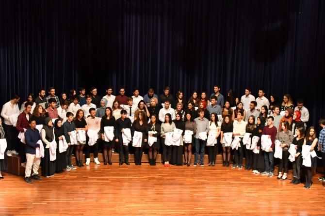 Diş Hekimliği Fakültesi öğrencileri beyaz önlüklerini giydi