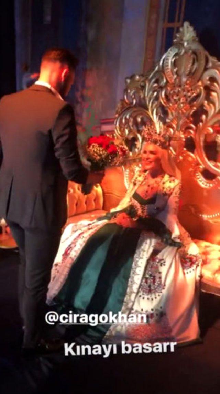 Selin Ciğerci ve Gökhan Çıra'dan bekarlığa veda pozu