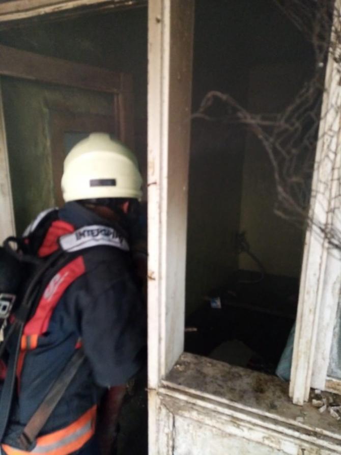 Kimsenin kalmadığı ev yandı