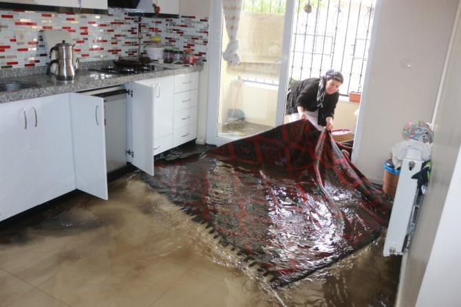 Adıyaman'da evleri lağım suyu bastı