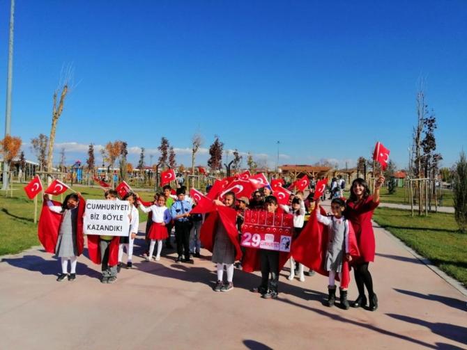 Ağrılı öğrenciler 'Cumhuriyet Bayramı'nı marşlarla kutladı