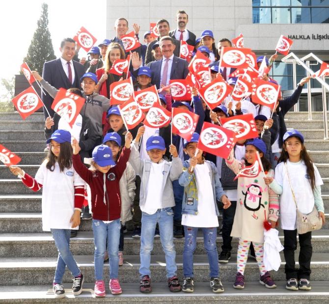 Milletvekili Çelebi, öğrencileri Meclis'te ağırladı