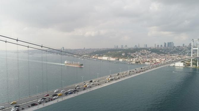 Binlerce motosikletlinin 15 Temmuz Köprüsündeki Cumhuriyet kutlaması havadan görüntülendi